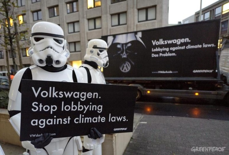 Greenpeace Activists confront Car Industry Executives